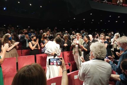 'Noche de fuego' de Tatiana Huezo recibe ovación en Cannes