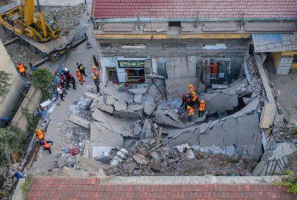Al menos 17 personas fallecidas en derrumbe de restaurante en China