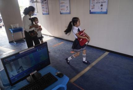 Tras 7 meses cerrados, reabren todos los colegios en Wuhan