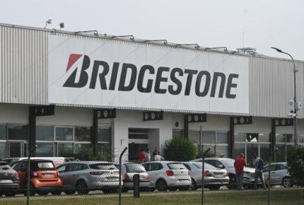 Francia denuncia 'brutal' cierre de planta de Bridgestone