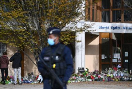 Detienen a 15 personas por asesinato de profesor en Francia