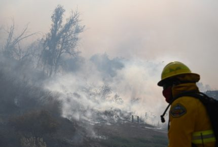 Por incendio en California evacuan a 60 mil personas