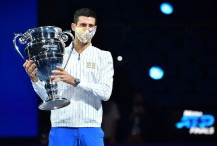 Djokovic recibe trofeo al mejor del mundo por sexta ocasión