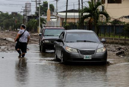 Huracán Iota se degrada a categoría 1