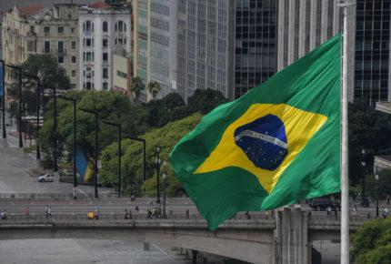 Con extrema violencia, asaltan banco en Brasil