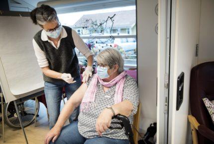 Dinamarca implementa eficaz dispositivo de vacunación