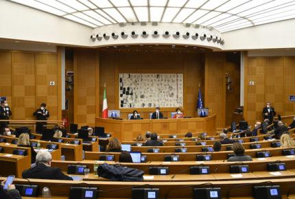 En crisis, por renuncia de dos ministras al gobierno de Italia