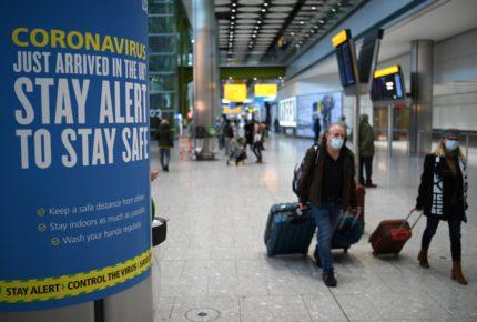 Inglaterra podría pedir a visitantes aislarse en hoteles