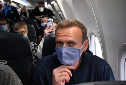 Alexéi Navalni despega hacia Rusia pese a los riesgos