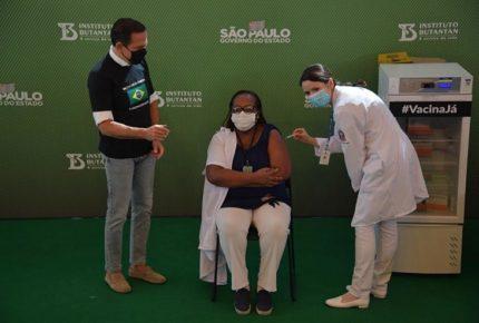 Brasil aplica primera vacuna contra Covid-19