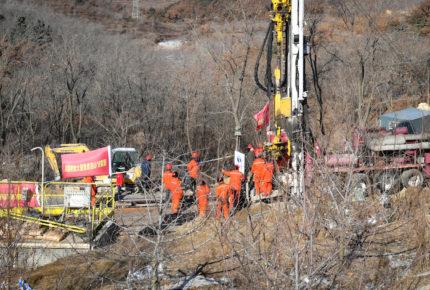 Continúan labores para rescatar a 22 mineros de China