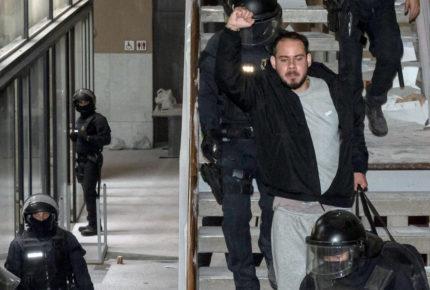 Detienen a otros 50 españoles en la segunda noche de protestas