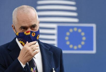 """Propondrá Unión Europea """"pase verde"""" de vacunación"""