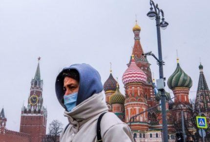 Rusia suma cinco días con récords en contagios