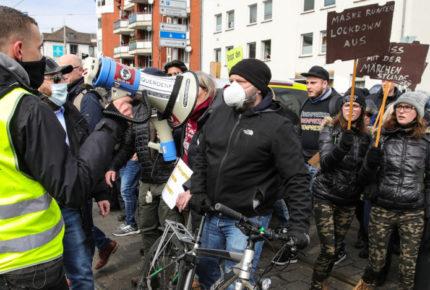 Covid-19 avanza en Europa entre protestas contra restricciones