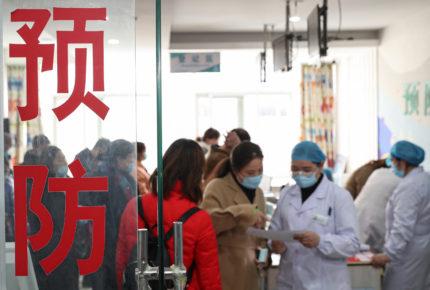 China autoriza ensayos de vacuna antiCovid que se inhala