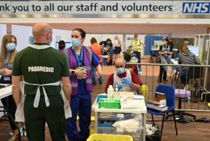 Reino Unido planea aplicar un sistema de pasaporte sanitario