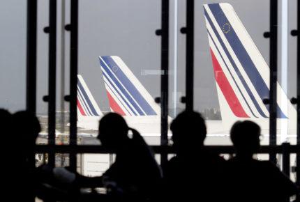 Francia suspende vuelos a Brasil por variante más peligrosa