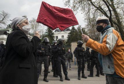 Rusia responde a Rep. Checa, expulsa a 20 de sus diplomáticos
