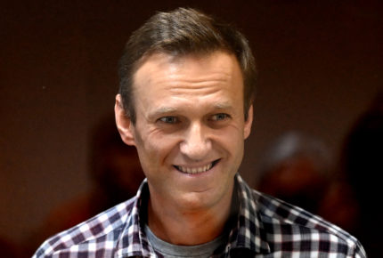 "EU advierte a Rusia de ""consecuencias"" si muere Navalni"