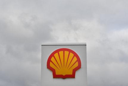 Tribunal holandés exige a Shell reducir 45% sus emisiones de CO2