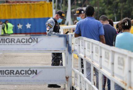 Colombia reabre frontera con Venezuela tras 14 meses de cierre