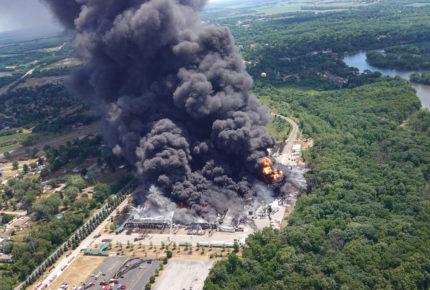 Evacuan vecindario en EU por incendio en planta química