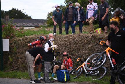 Detienen a la mujer que provocó caída en el Tour de Francia