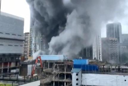 Bomberos controlan incendio en el centro de Londres