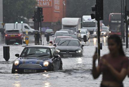 Lluvias torrenciales anegan calles en el sur de Londres