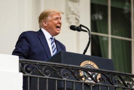 Tras dar positivo a Covid-19, Trump reaparece en público