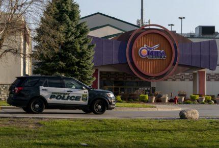 Hombre armado mata a dos personas en casino de EU