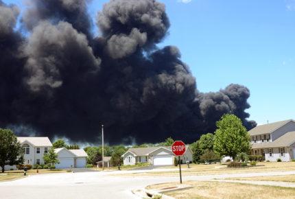 Se registra explosión química en planta de Illinois