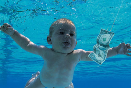 Bebé desnudo en álbum de Nirvana demanda por explotación sexual