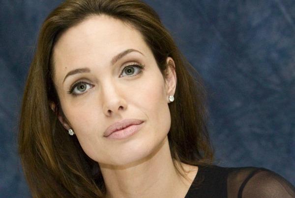 Angelina_Jolie_0223_1600X1200_Wallpaper