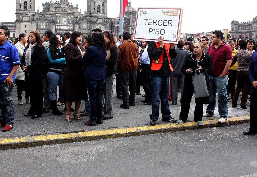 Realizan macromisulacro de sismo en ciudad de México