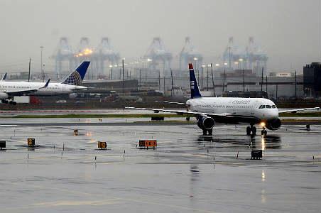 Mal tiempo en EU retrasa vuelos y cancela conciertos