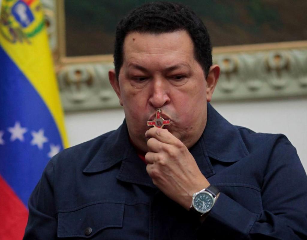 Elevan a Chávez al cielo con nuevo Padre Nuestro