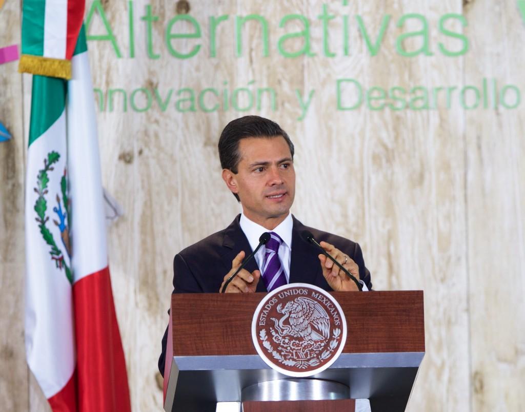 Aunque le jalen el saco, Enrique Peña Nieto avanza