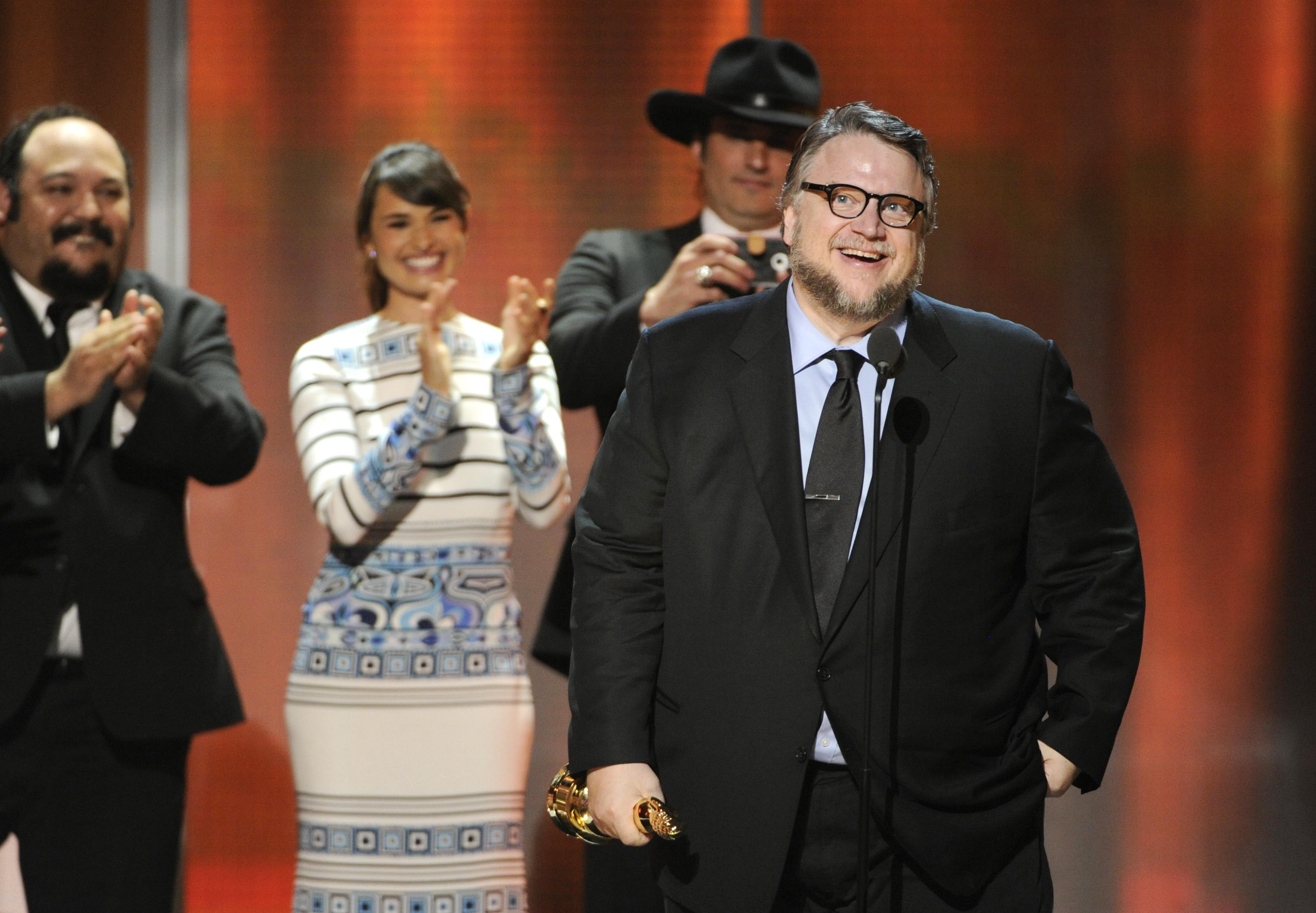 Celebran trayectoria de Guillermo del Toro en Premios Alma