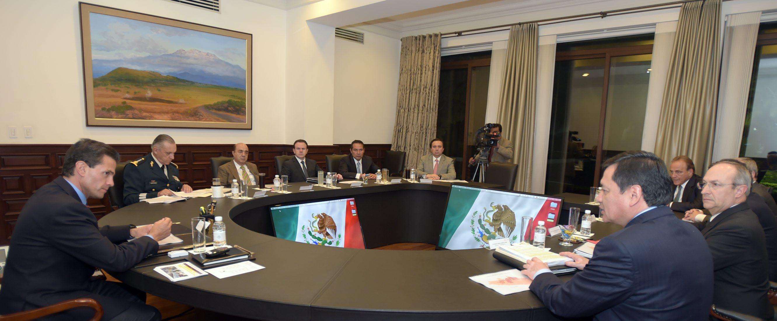 Pronto habrá cambios en el equipo de EPN por el manejo del caso de normalistas