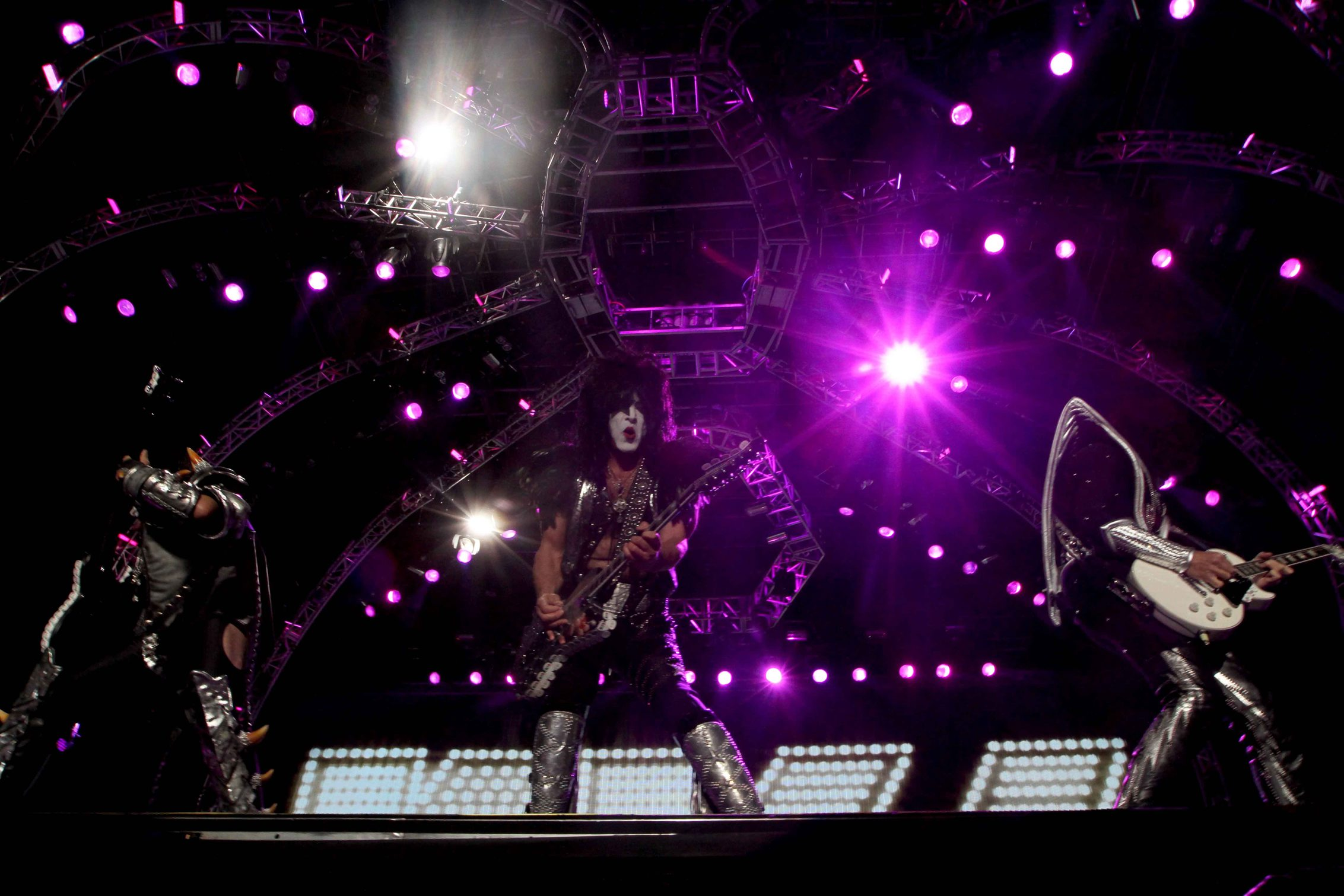Kiss hace vibrar a fans en el cierre del Hell & Heaven 2014