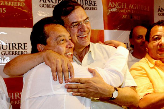 Al destino de Aguirre está atada una parte de la suerte de Ebrard