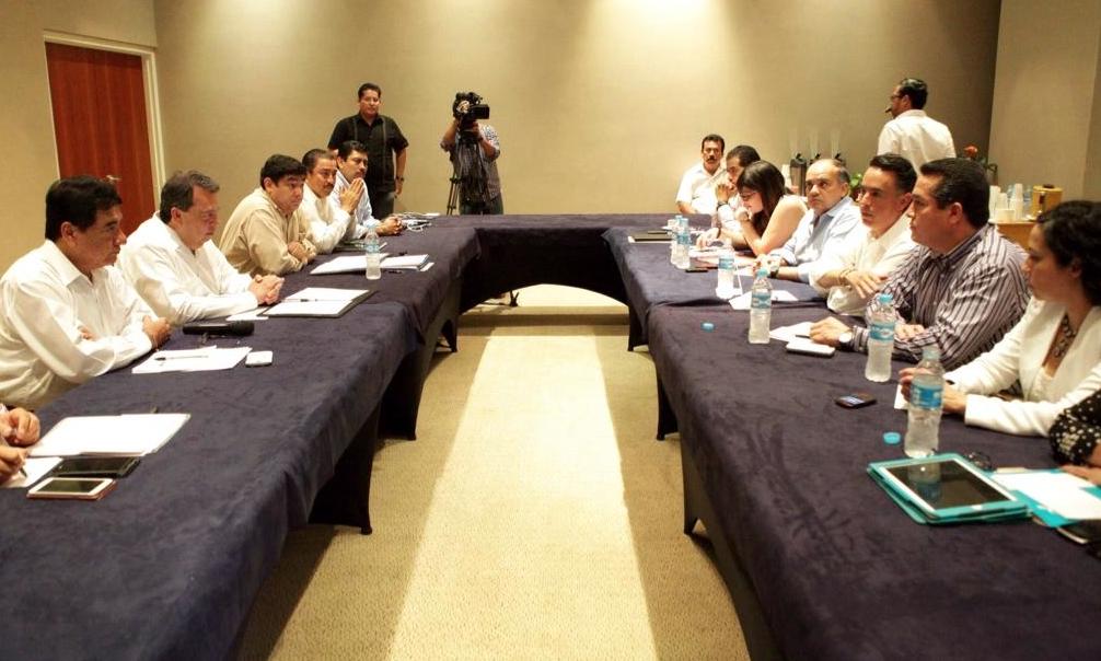 Diputados federales se reúnen con Aguirre en Acapulco