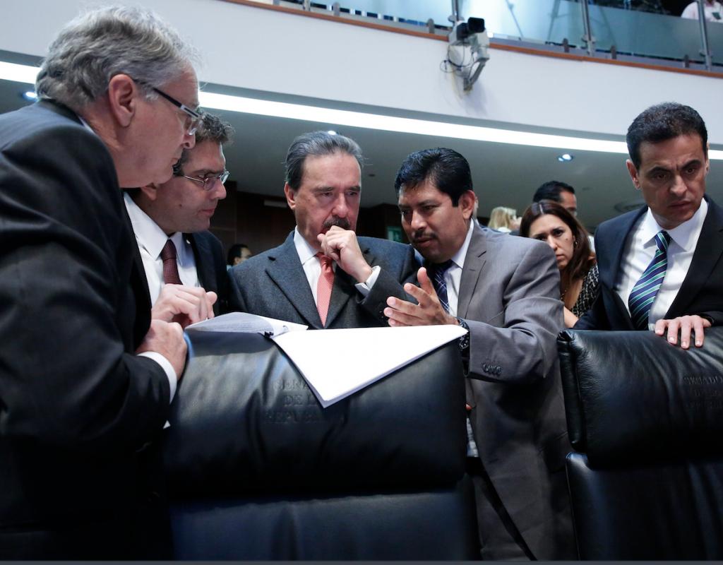 PRI y PAN piden a Aguirre dejar la gubernatura