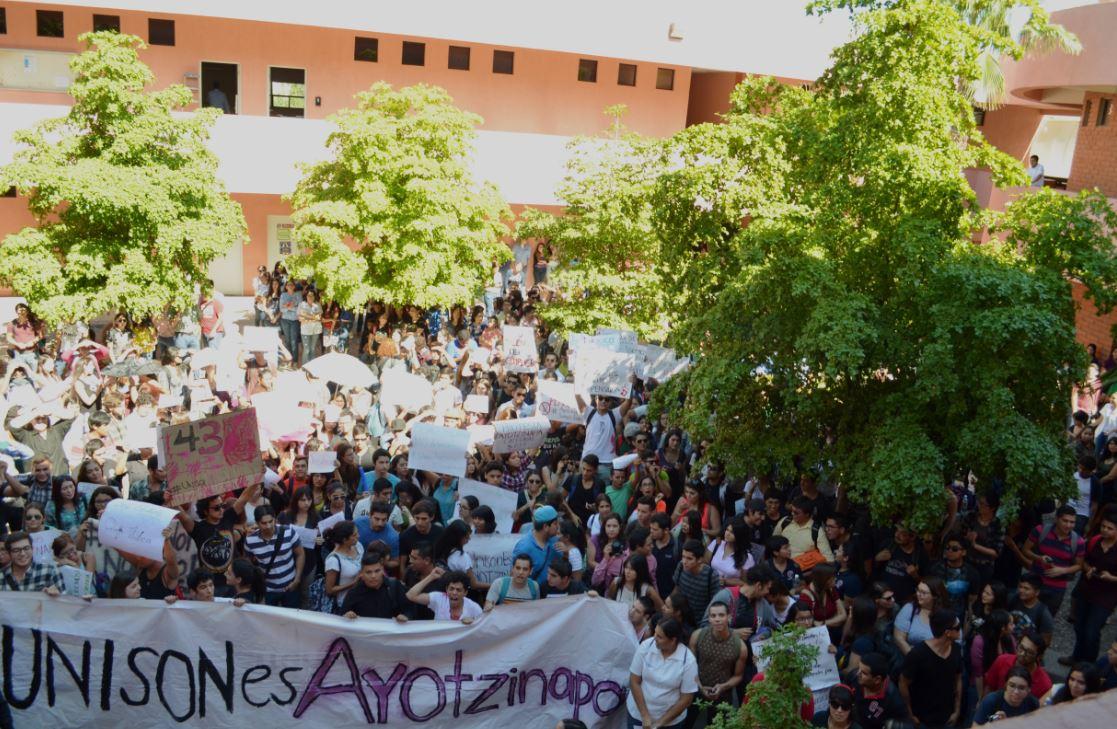 Sonora | Dos mil exigen justicia por 43 normalistas