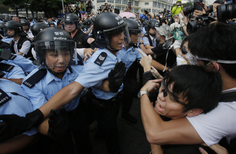 Enfrentamientos en Hong Kong dejan 19 detenidos