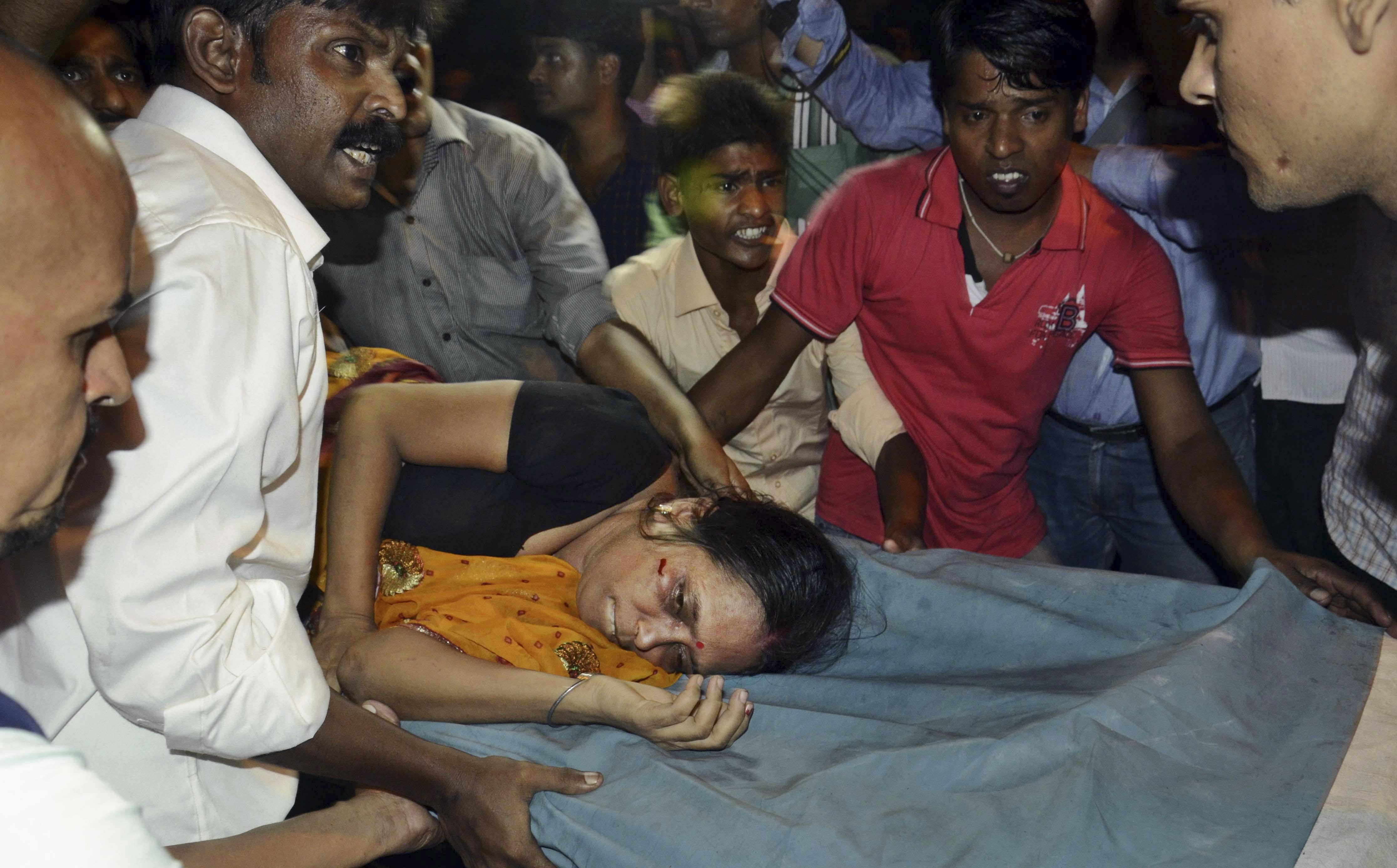 Fallecen 32 personas por estampida en la India