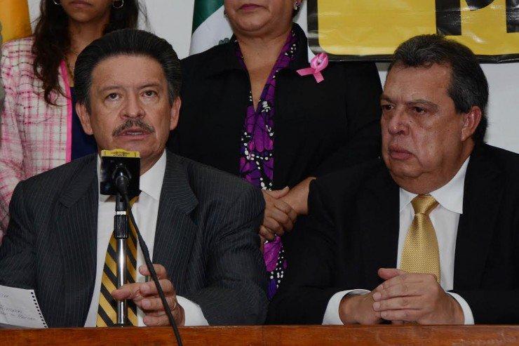 Aguirre y 'Los Chuchos', tocados por el narco