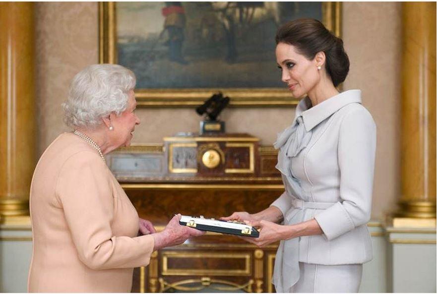 Reina Isabel nombra Dama de Honor a Angelina Jolie
